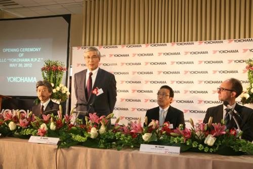 海外プレスとの記者会見(左から2番目南雲会長)