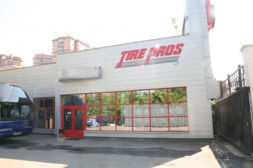 モスクワ市内にある販売拠点「タイヤ プロス」