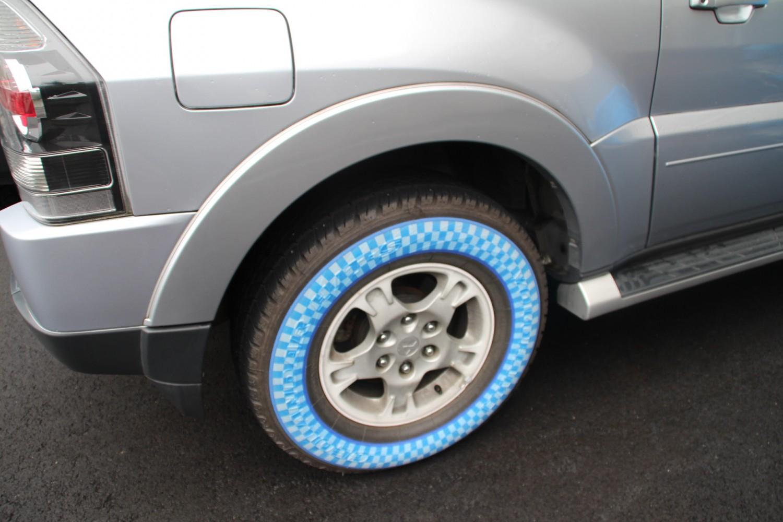 自動車にタイヤプリンターを装着した実例