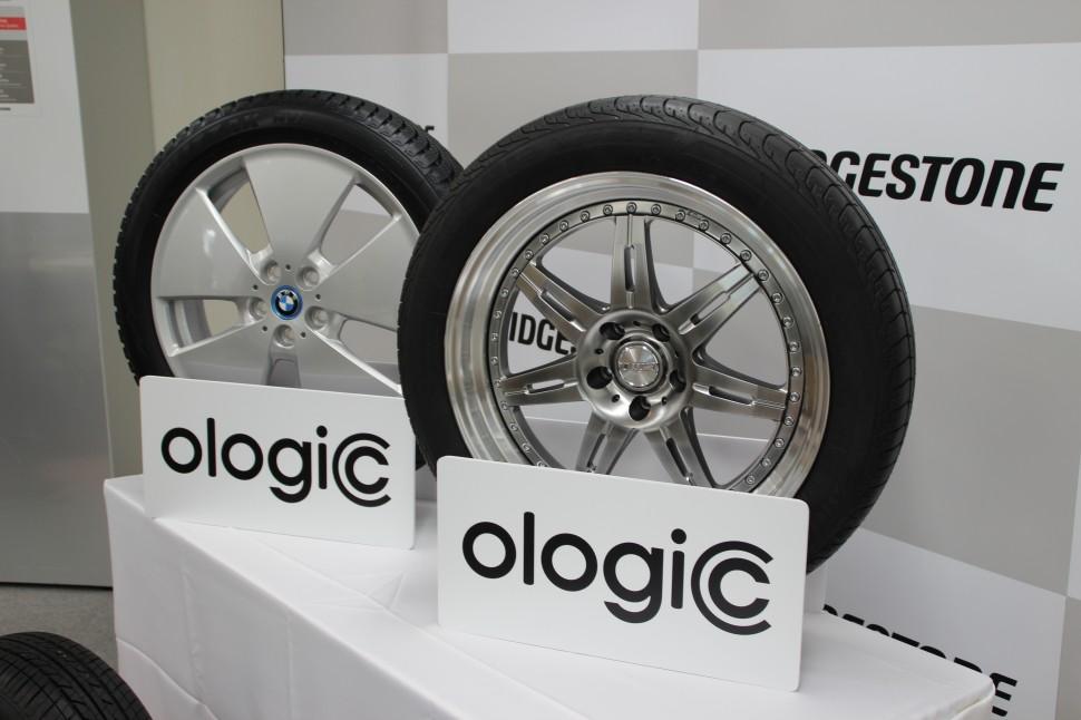BMWi3に供給したECOPIA EP500 ologic(右)とBLLIZAK NV ologic