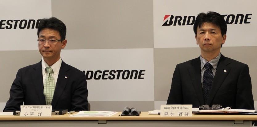 小澤フェロー(左)と森永部長