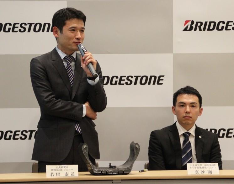 説明を行う若尾氏(左)と真砂氏