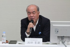 記者発表する池田社長