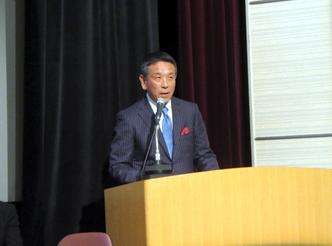 CDP2016 日本報告会」で挨拶する小松滋夫取締役常務執行役員