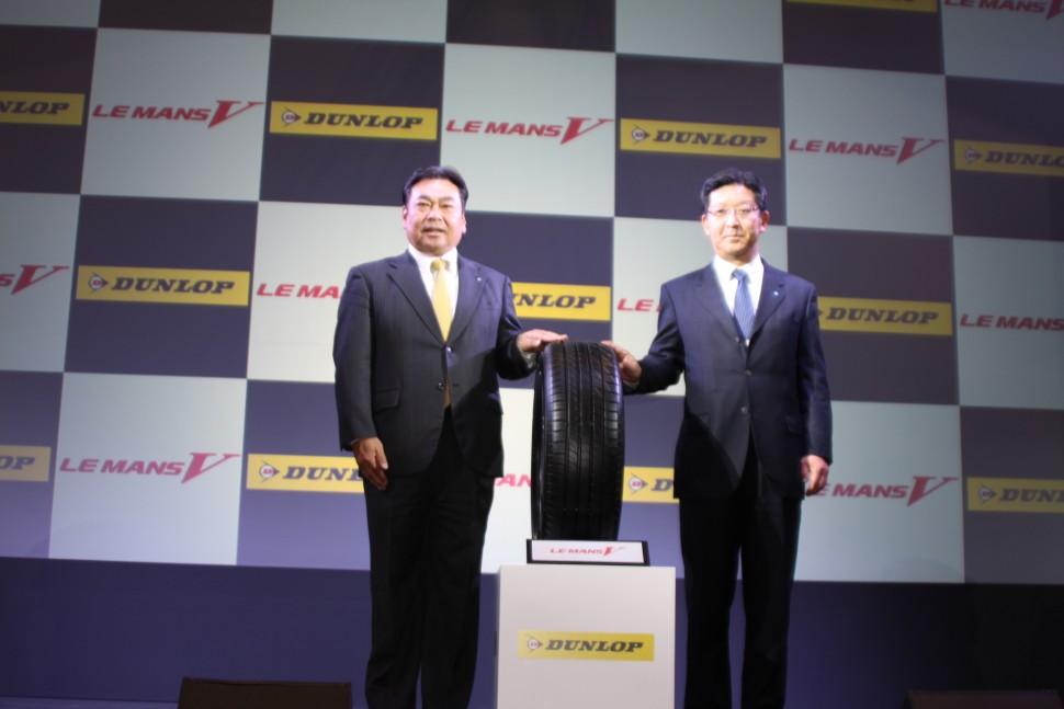増田栄一執行役員(左)と西実専務執行役員 (右)
