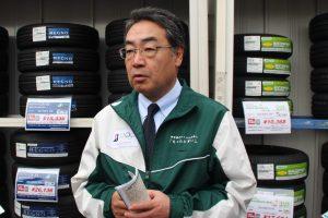 タイヤ点検の重要性を説明する清水氏