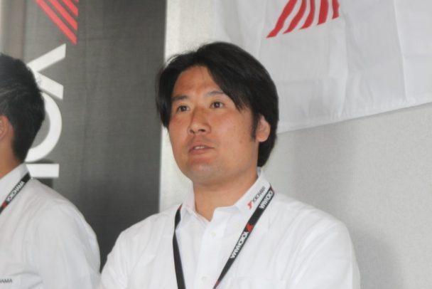 商品企画について説明する消費財製品企画部タスクリーダーのの小島弘行氏