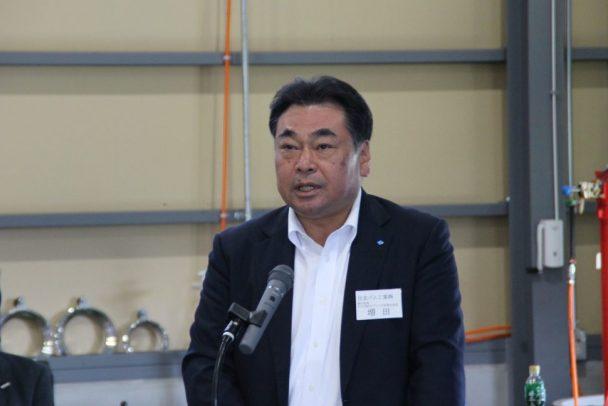 開会式で出場者を激励した増田本部長