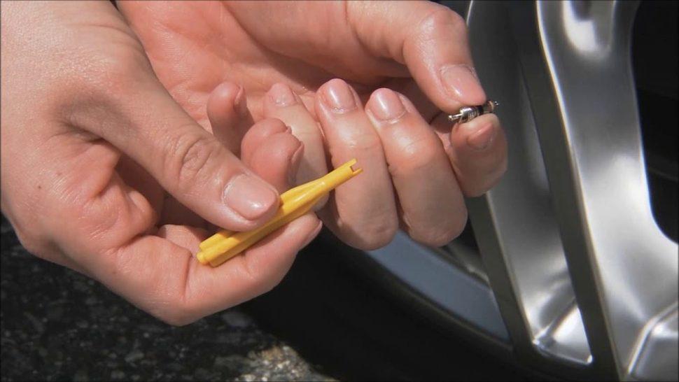 【動画】ダンロップ タイヤパンク応急修理キット(手動注入型)の使用方法
