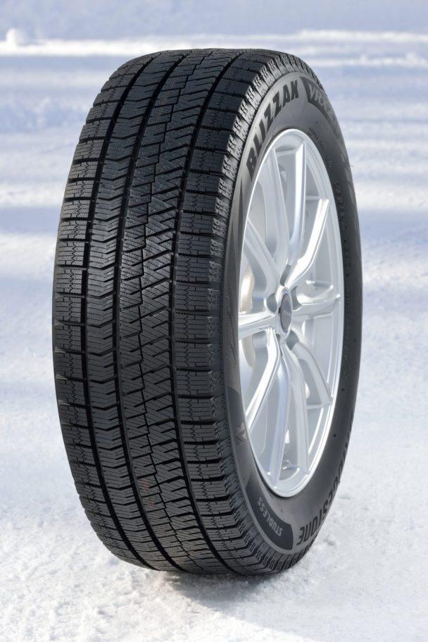 従来のVRXに比べ氷上ブレーキ性能を10%短縮、摩耗ライフを22%向上、騒音エネルギーを31%低減